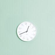 Uhr weiss