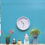 Uhr mit goldenen Zeigern